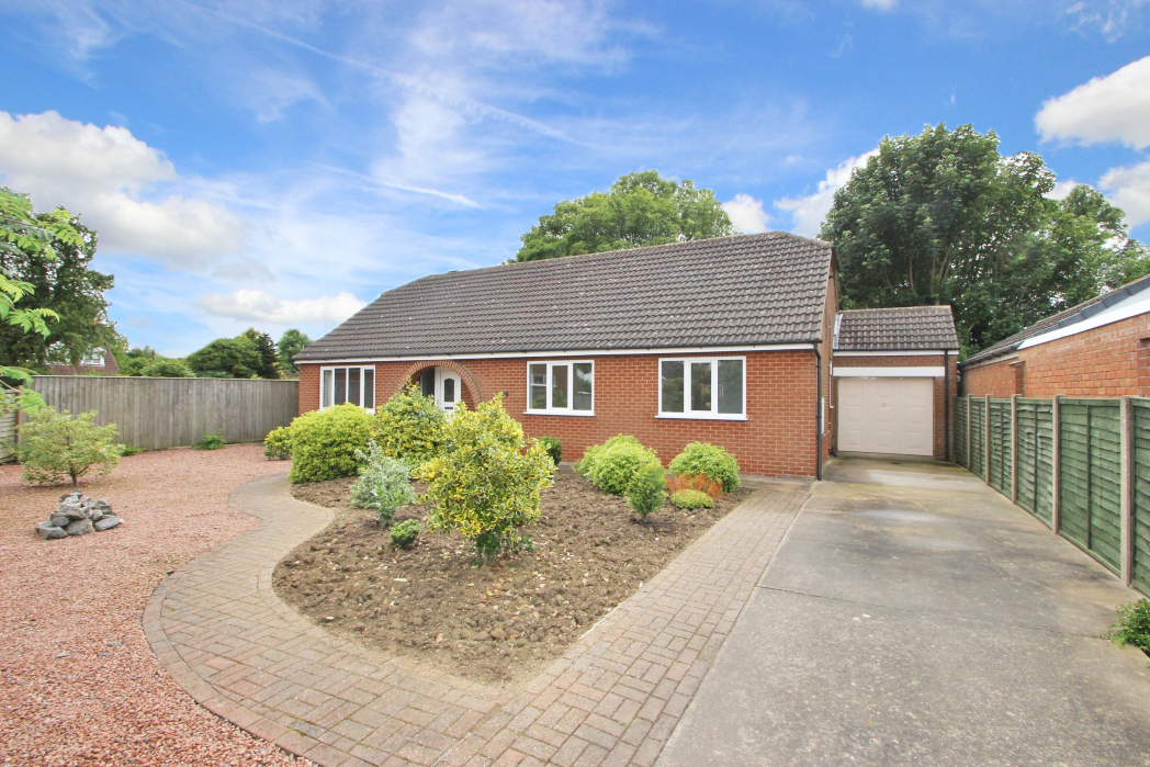 3 Bedrooms Bungalow for sale in LINDISFARNE AVENUE, NEW WALTHAM