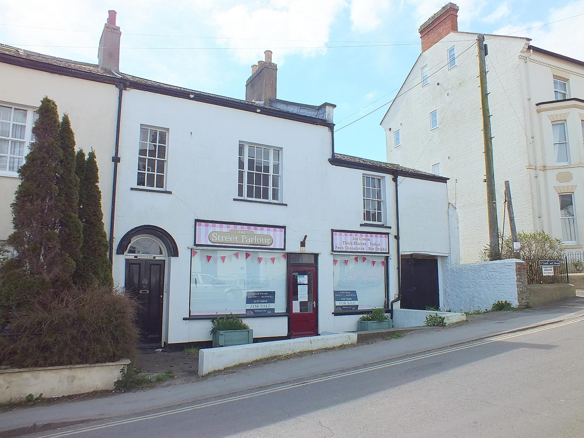 4 Bedrooms Property for sale in Winton House The Street Charmouth Dorset