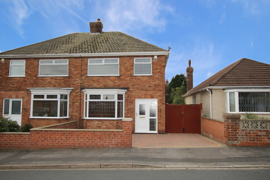 3 Bedrooms Semi Detached House for sale in CRAITHIE ROAD, CLEETHORPES