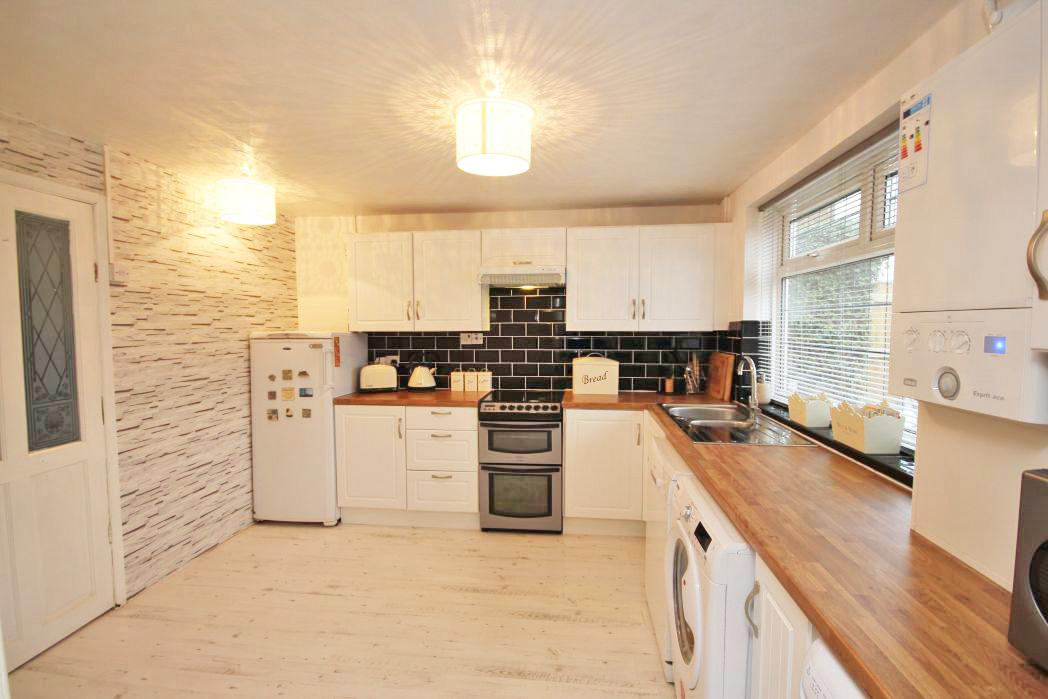 3 Bedrooms Semi Detached House for sale in CRAVENS LANE, HABROUGH