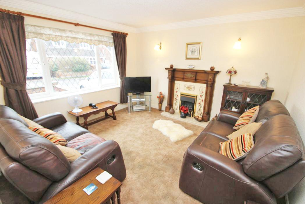 2 Bedrooms Bungalow for sale in LARCH ROAD, CLEETHORPES