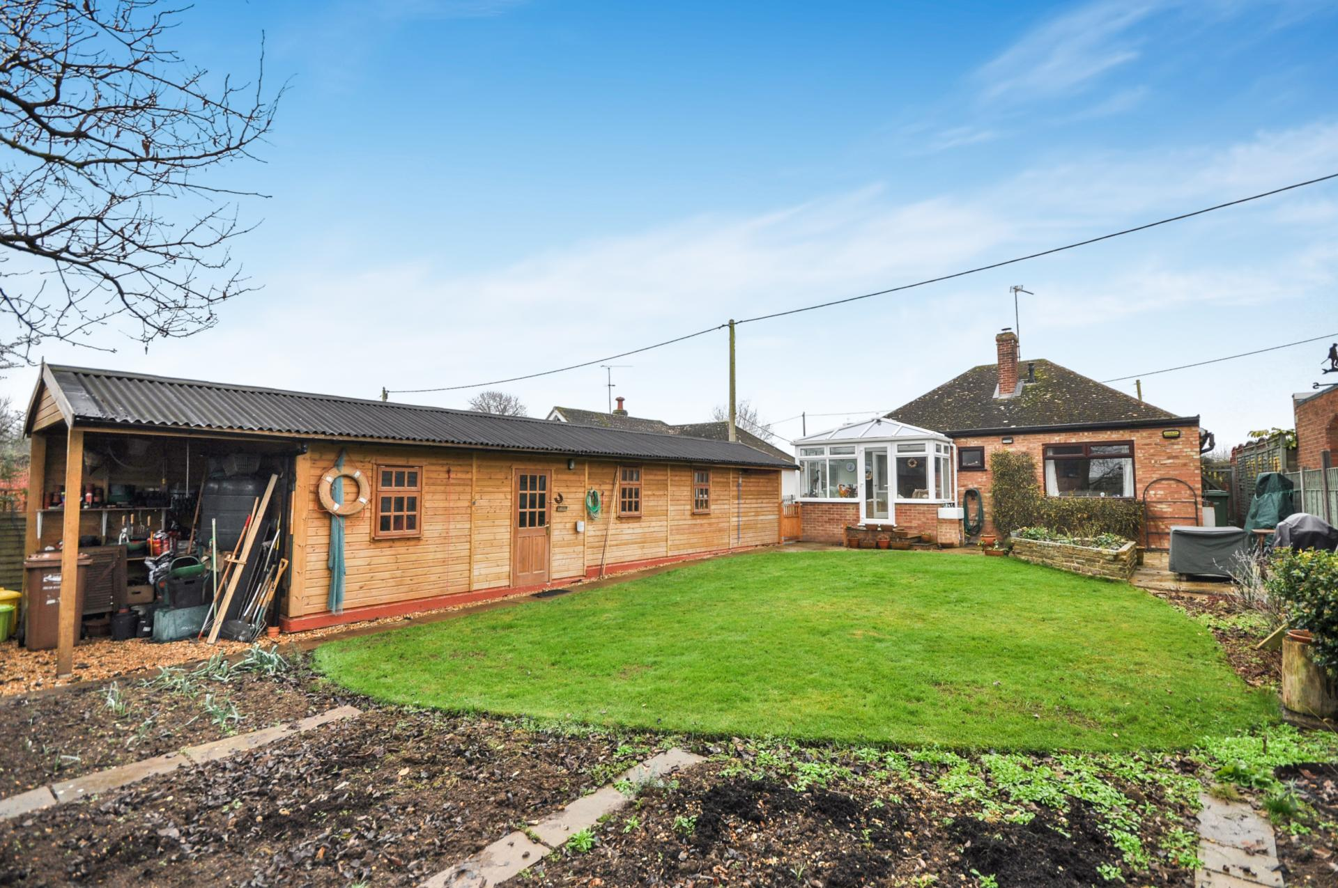 Bedroom detached bungalow for sale in thame