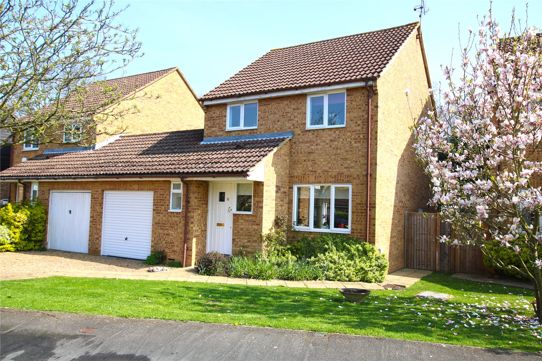 3 Bedroom Link Detached House For Sale In Surrey