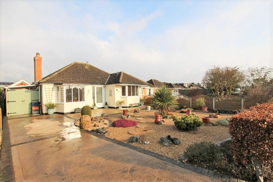2 Bedrooms Bungalow for sale in LITTLEBECK ROAD, HUMBERSTON
