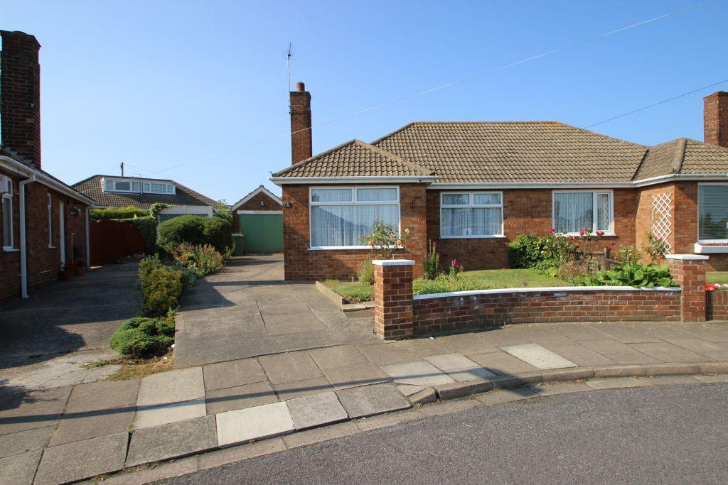 2 Bedrooms Bungalow for sale in PHILIP GROVE, CLEETHORPES
