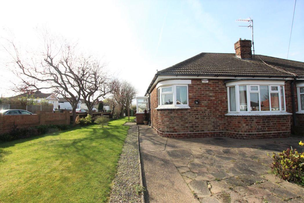 2 Bedrooms Bungalow for sale in CROWLAND AVENUE, GRIMSBY