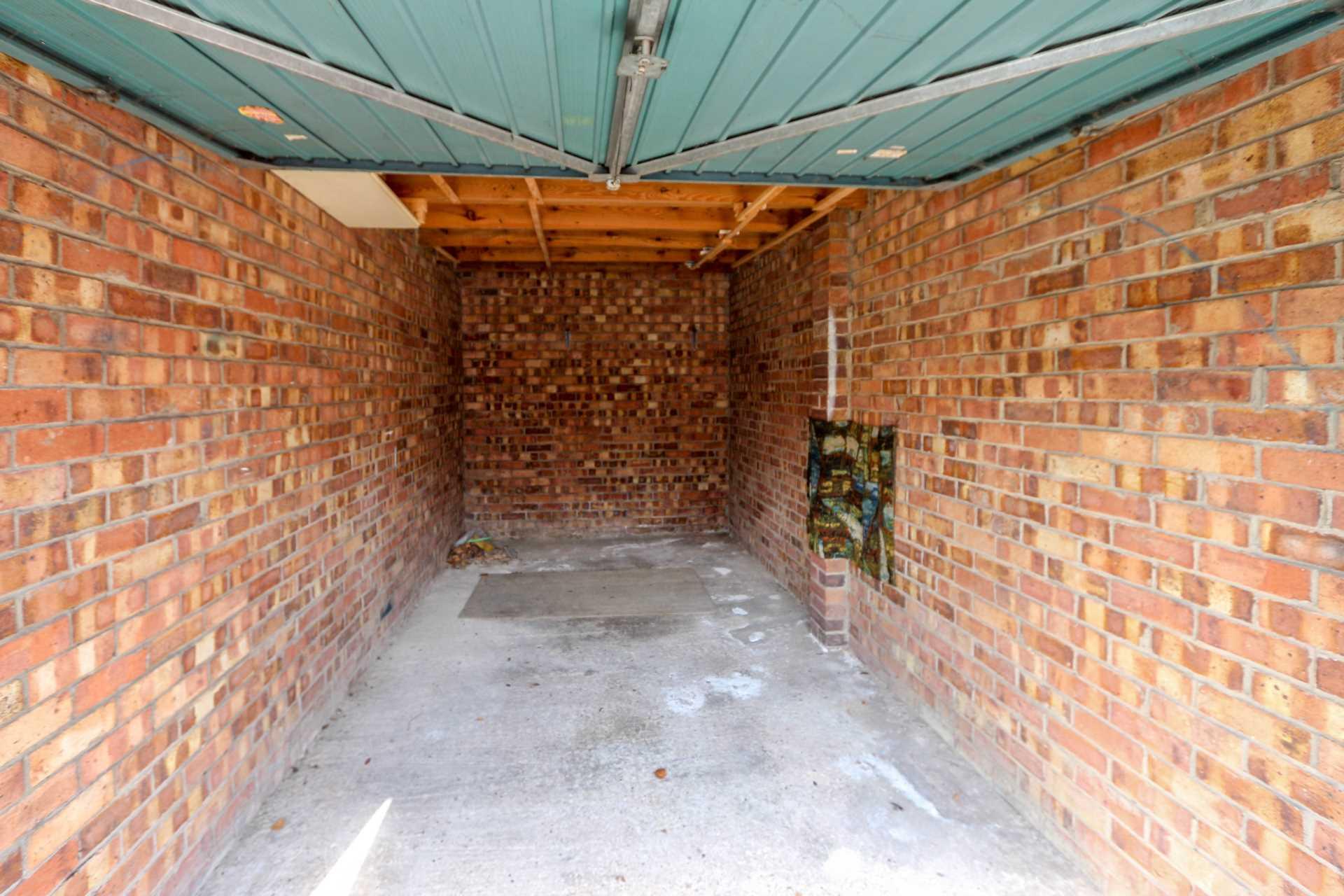 Garage for sale in wallingford