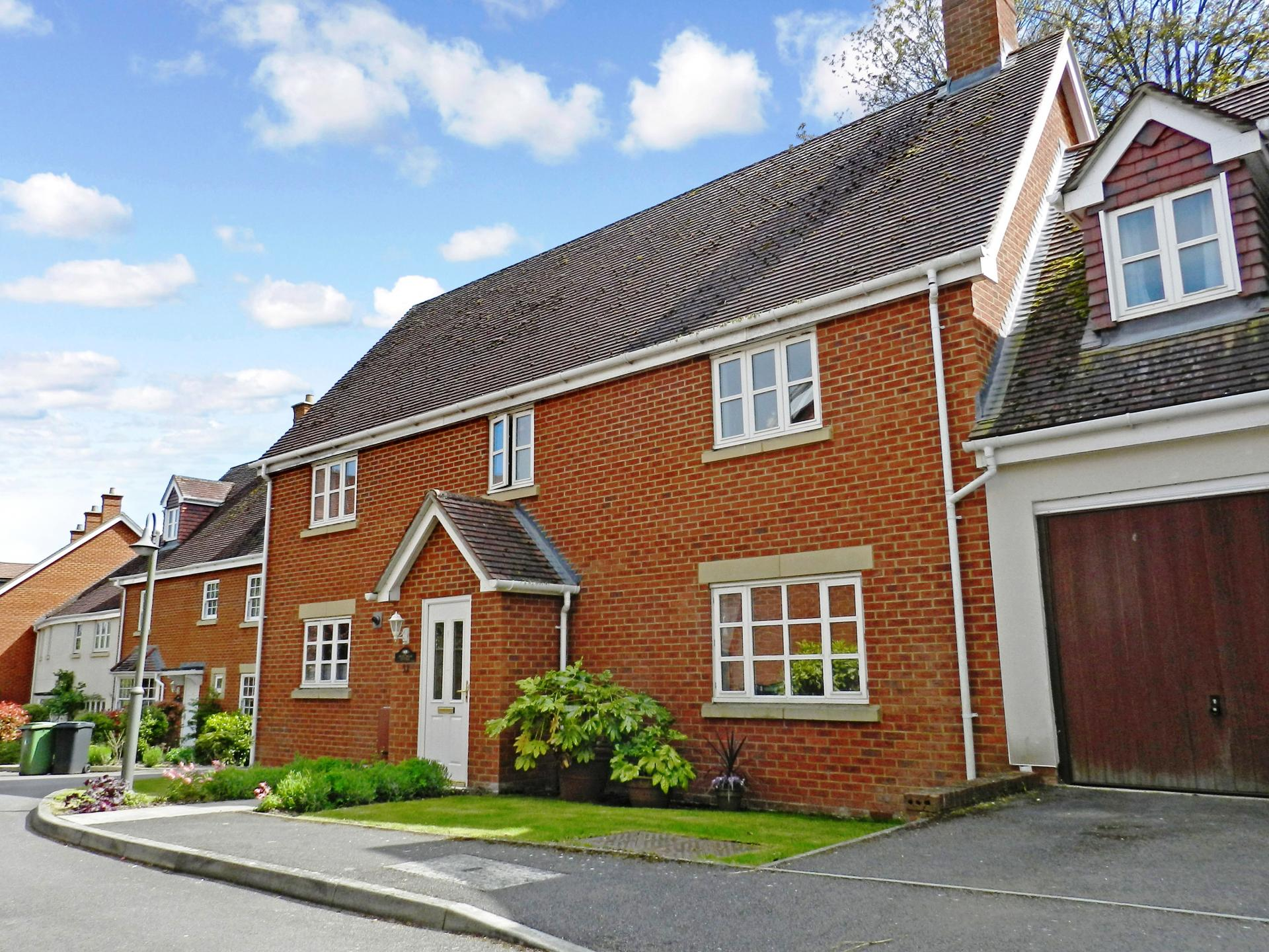 4 Bedrooms Detached House for sale in Sutton Scotney, Winchester