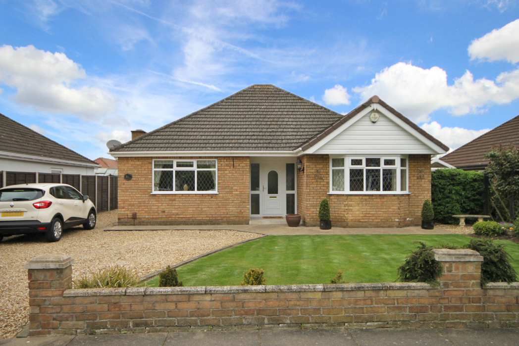 3 Bedrooms Bungalow for sale in HUNSLEY CRESCENT, GRIMSBY