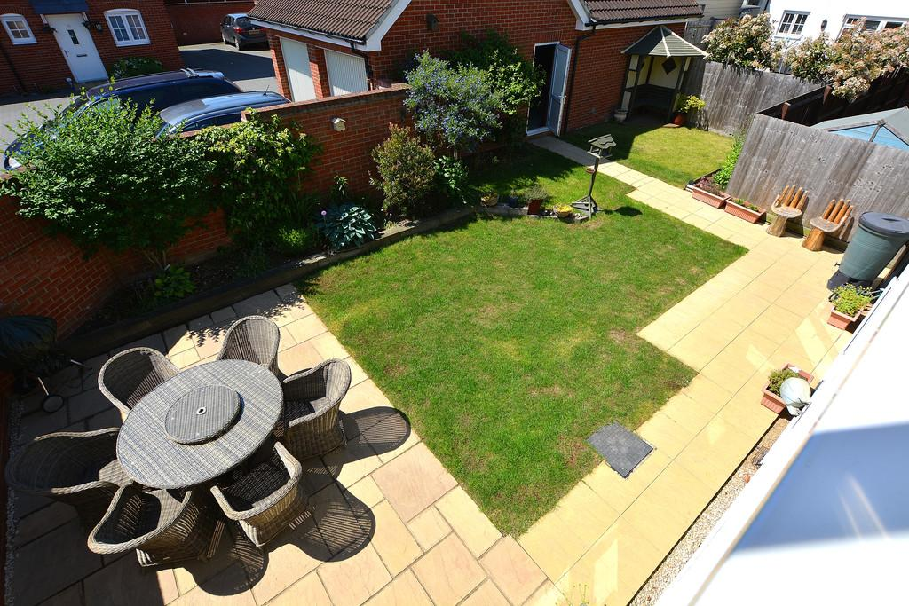 Bedroom detached house for sale in dunmow