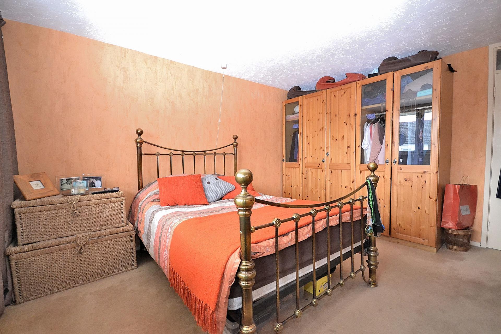 2 bedroom flat for sale in leighton buzzard for Hockliffe garage doors