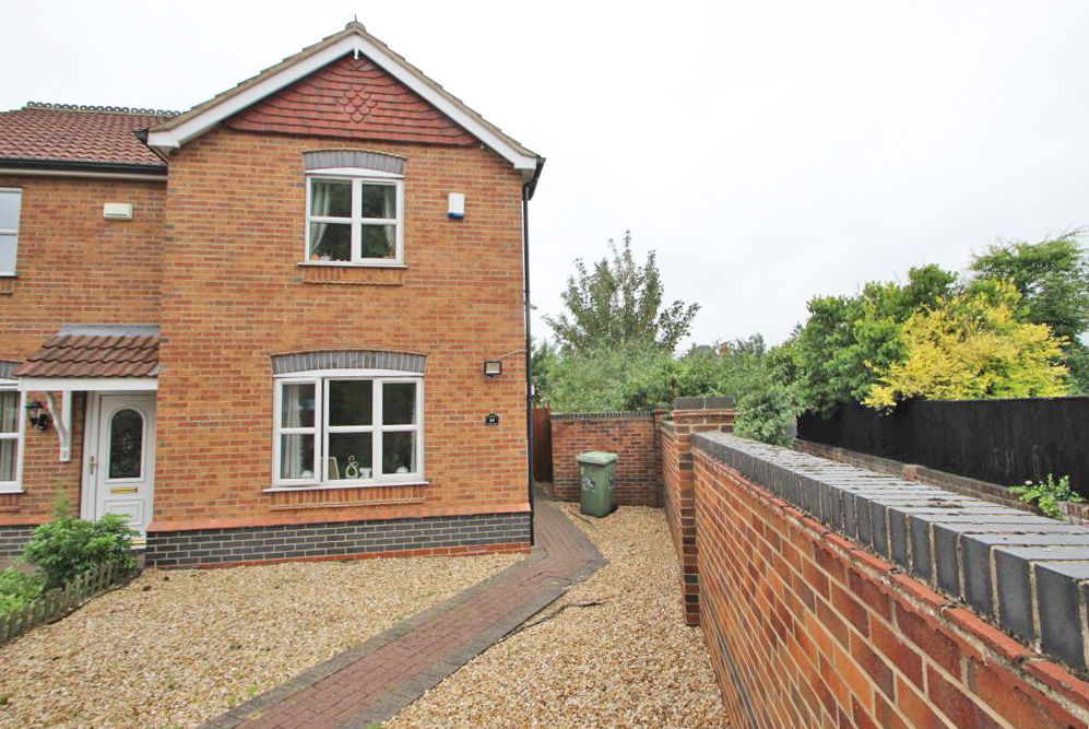 2 Bedrooms Semi Detached House for sale in BRAMBLE CLOSE, GRIMSBY