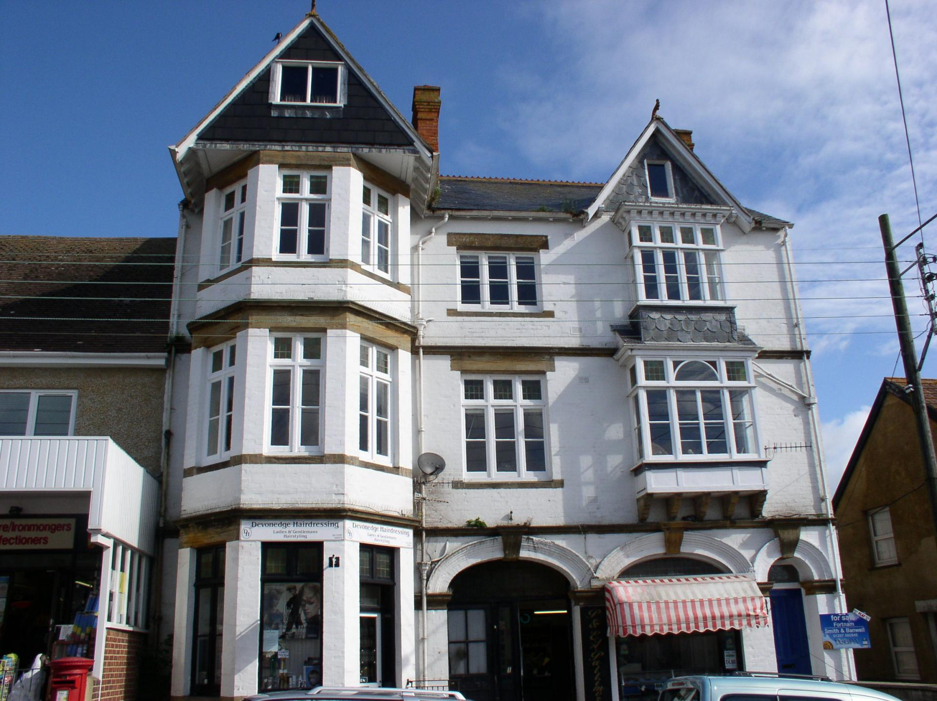 2 Bedrooms Flat for sale in The Street, Charmouth DT6 6PZ