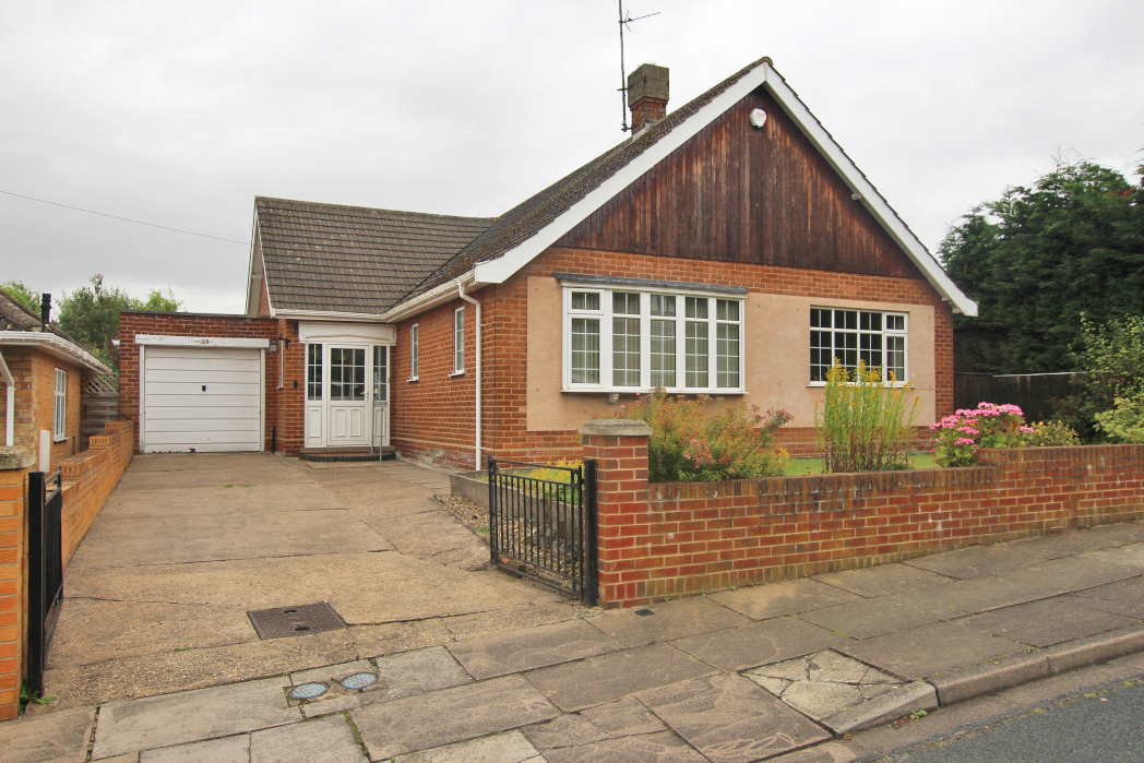 3 Bedrooms Bungalow for sale in THIRKLEBY CRESCENT, GRIMSBY