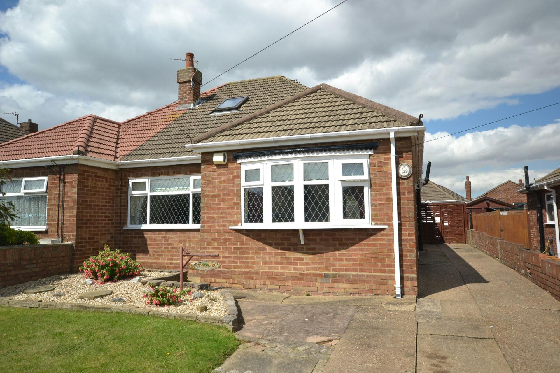 2 bedroom semi detached bungalow for sale in cleethorpes for Semi detached garage plans