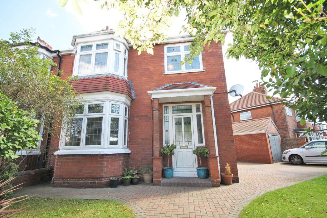 4 Bedrooms Semi Detached House for sale in BRERETON AVENUE, CLEETHORPES