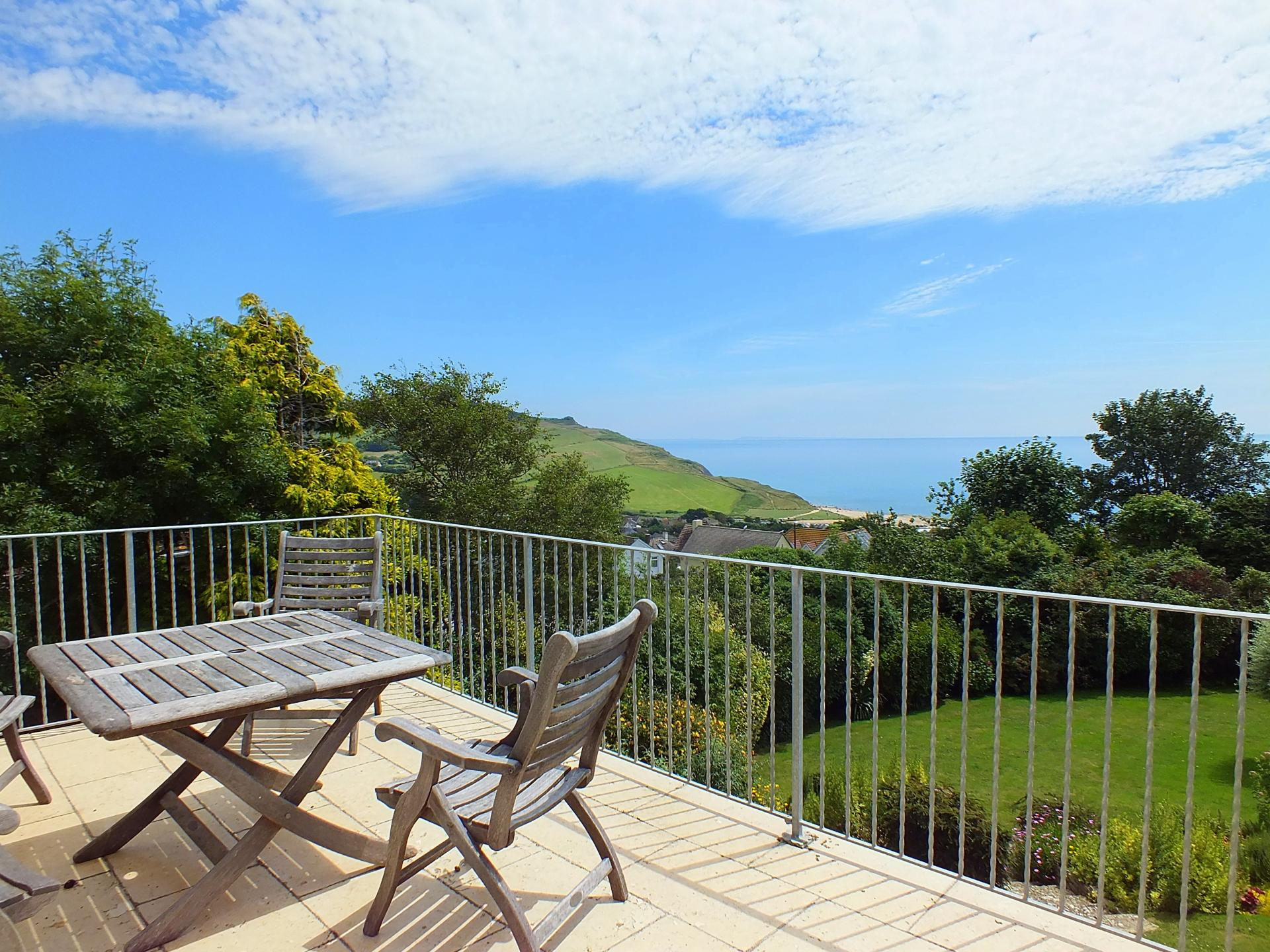 3 Bedrooms Detached House for sale in Downside Close, Charmouth DT6 6BH