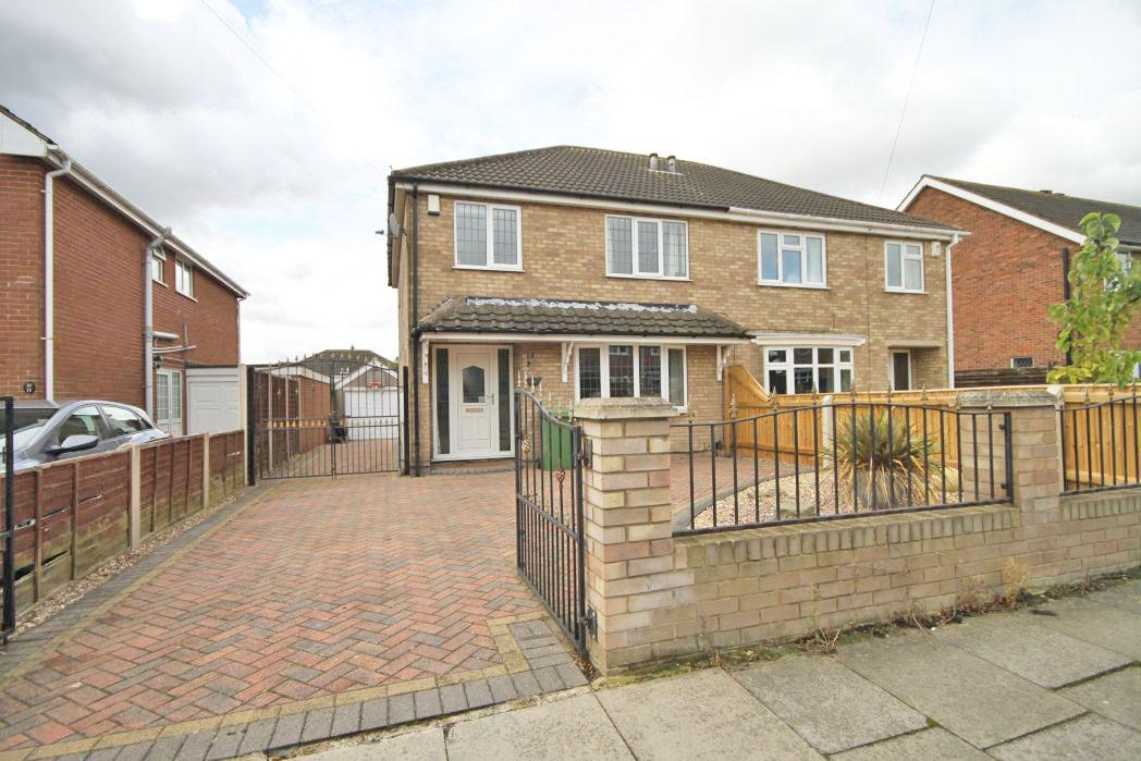 3 Bedrooms Semi Detached House for sale in FAULDING WAY, GRIMSBY