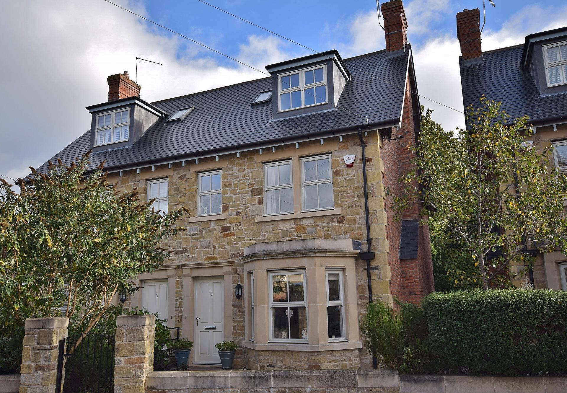 4 Bedrooms Property for sale in Shaftoe Crescent, Hexham