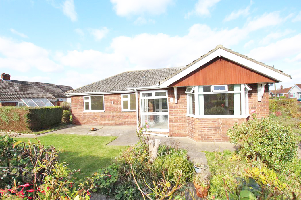 3 Bedrooms Bungalow for sale in HOLTON COURT, HOLTON LE CLAY