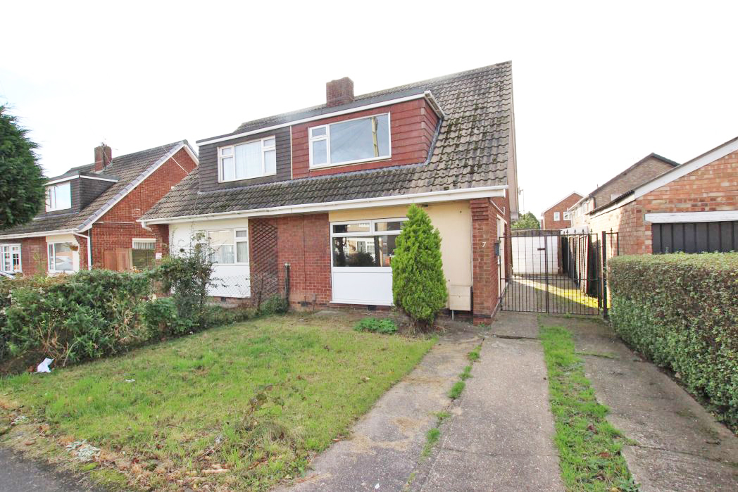 3 Bedrooms Semi Detached House for sale in SPINNEY CLOSE, IMMINGHAM