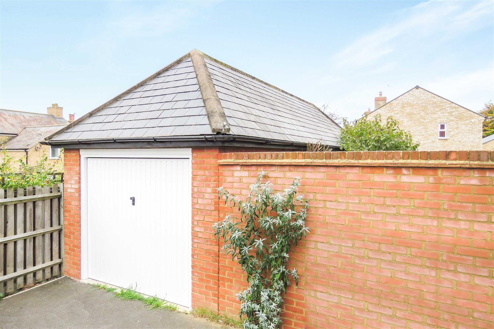 Bedroom end of terrace house for sale in henlow