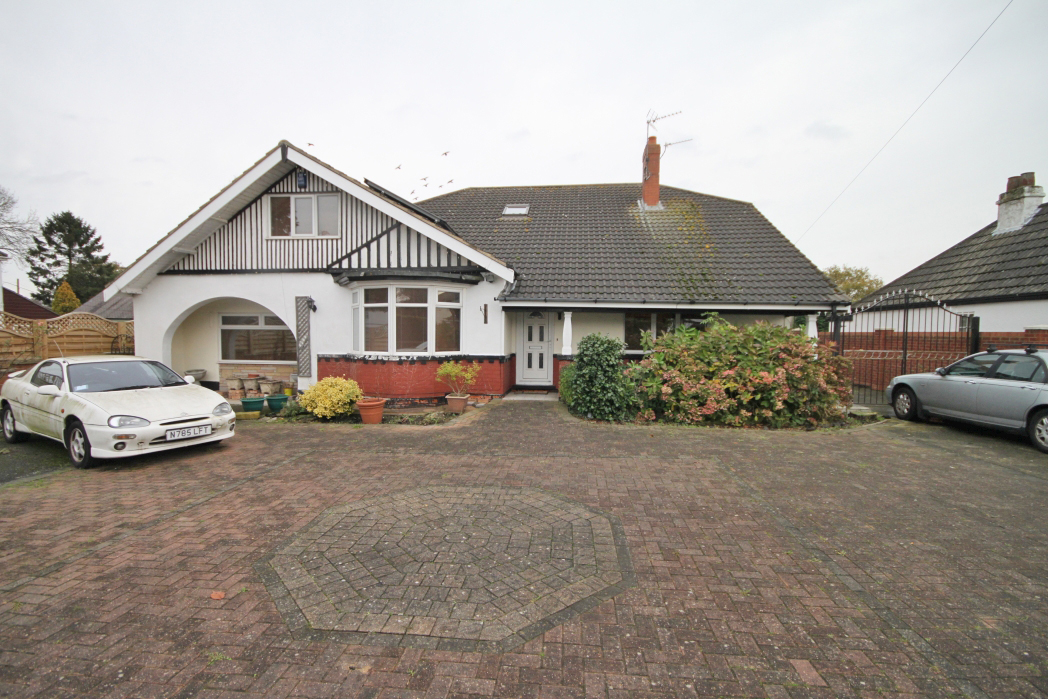 7 Bedrooms Bungalow for sale in WALTHAM ROAD, SCARTHO, GRIMSBY