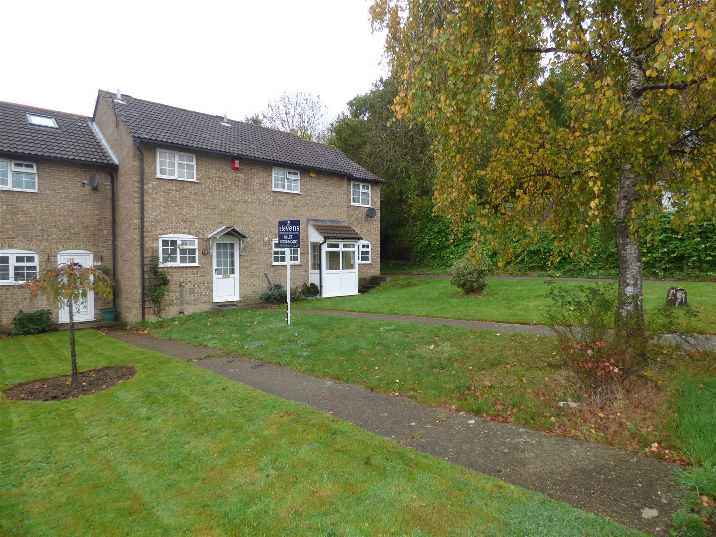 2 Bedrooms Terraced House for sale in Hawks Way, Ashford