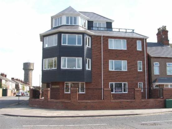 2 Bedrooms Apartment Flat for sale in PELHAM ROAD, CLEETHORPES