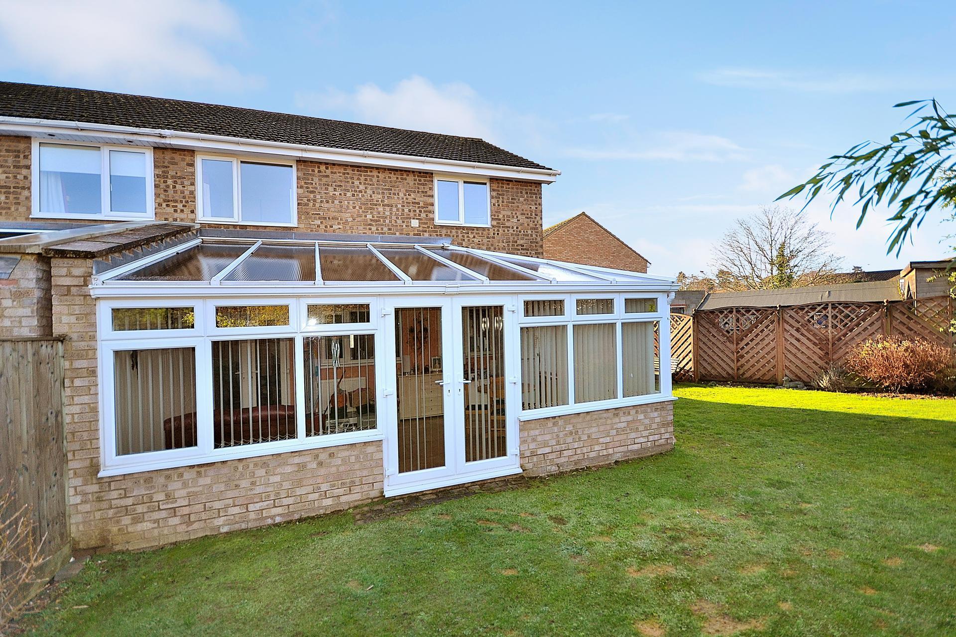 3 bedroom house for sale in leighton buzzard for Hockliffe garage doors