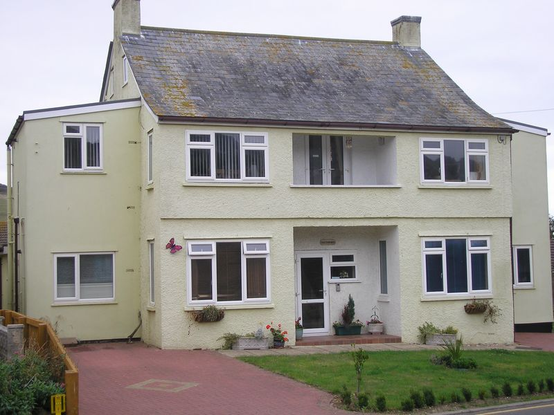 2 Bedrooms Flat for rent in Lower Sea Lane, Charmouth