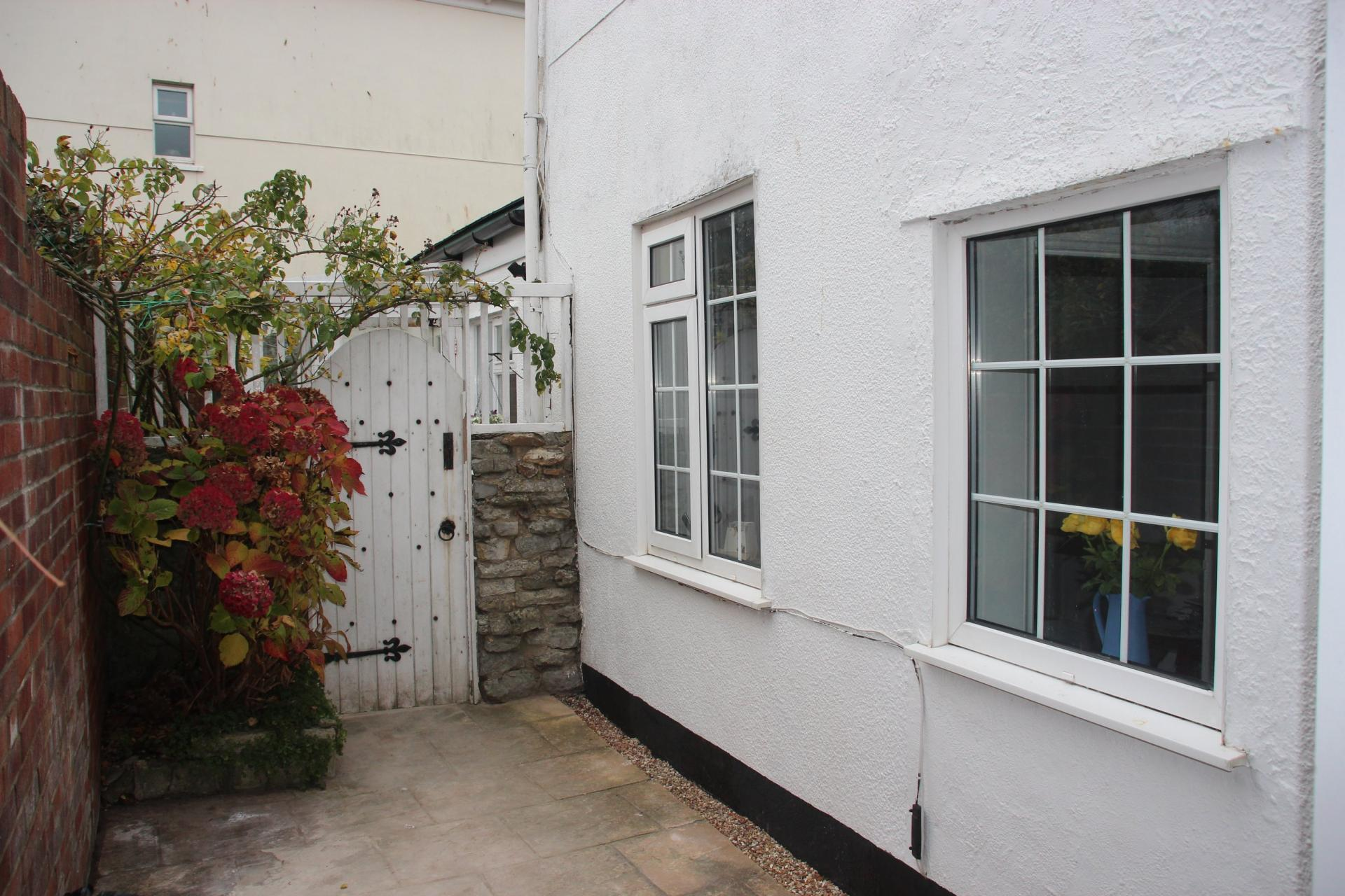 2 Bedrooms Detached House for rent in Fore Street, Seaton